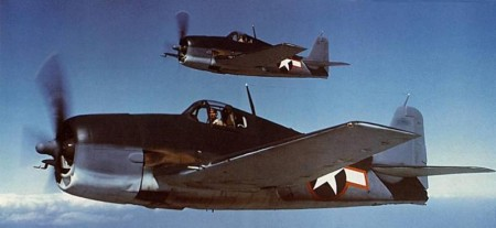 Le F6F Wildcat de Grumman, principal chasseur de l'US Navy à partir de 1943, était un excellent appareil mais son autonomie ne lui permettait pas d'escorter les raids de bombardiers. (Photo US Navy)