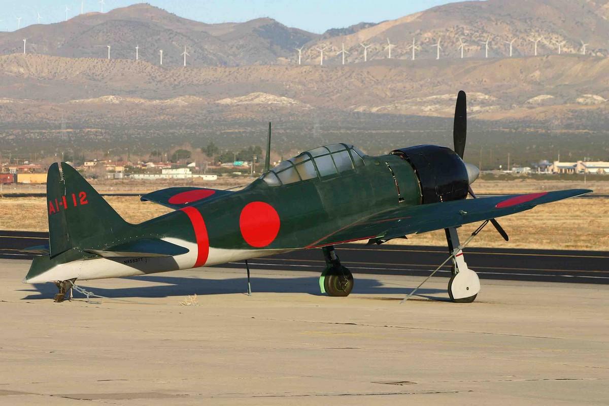 "Le Mitsubishi A6M3 Zero AI-112 à Mojave Airport durant le tournage du film ""Pearl Harbor"" en 2006. (Photo Alan Wilson (CC BY-SA 2.0))"
