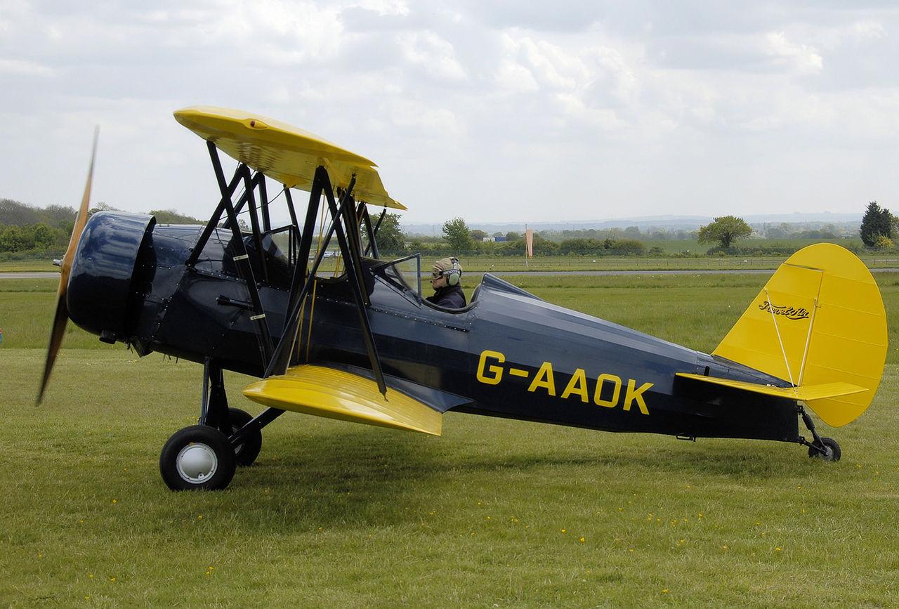 Semblable au 12W, ce Curtiss-Wright Travel Air CW-12Q (G-AAOK) était présenté au rallye Great Vintage Flying Weekend à Cotswold Airport, au Royaume-Uni, en 2009. (Photo Adrian Pingstone)