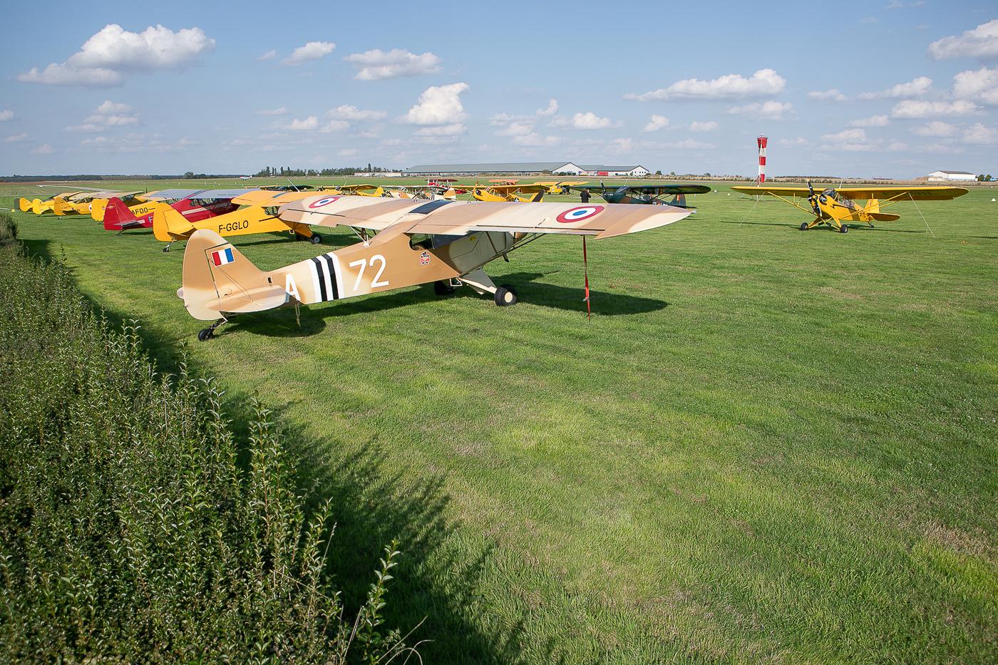 Les Piper rassemblés sur l'Aérodrome d'Abbeville le vendredi soir © Damien Defever