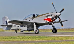 Le P-51 Mustang A68-170 aux couleurs du A68-750 à Avalon en 2011 (Photo Johntorcasio (CC BY-SA 4.0)).