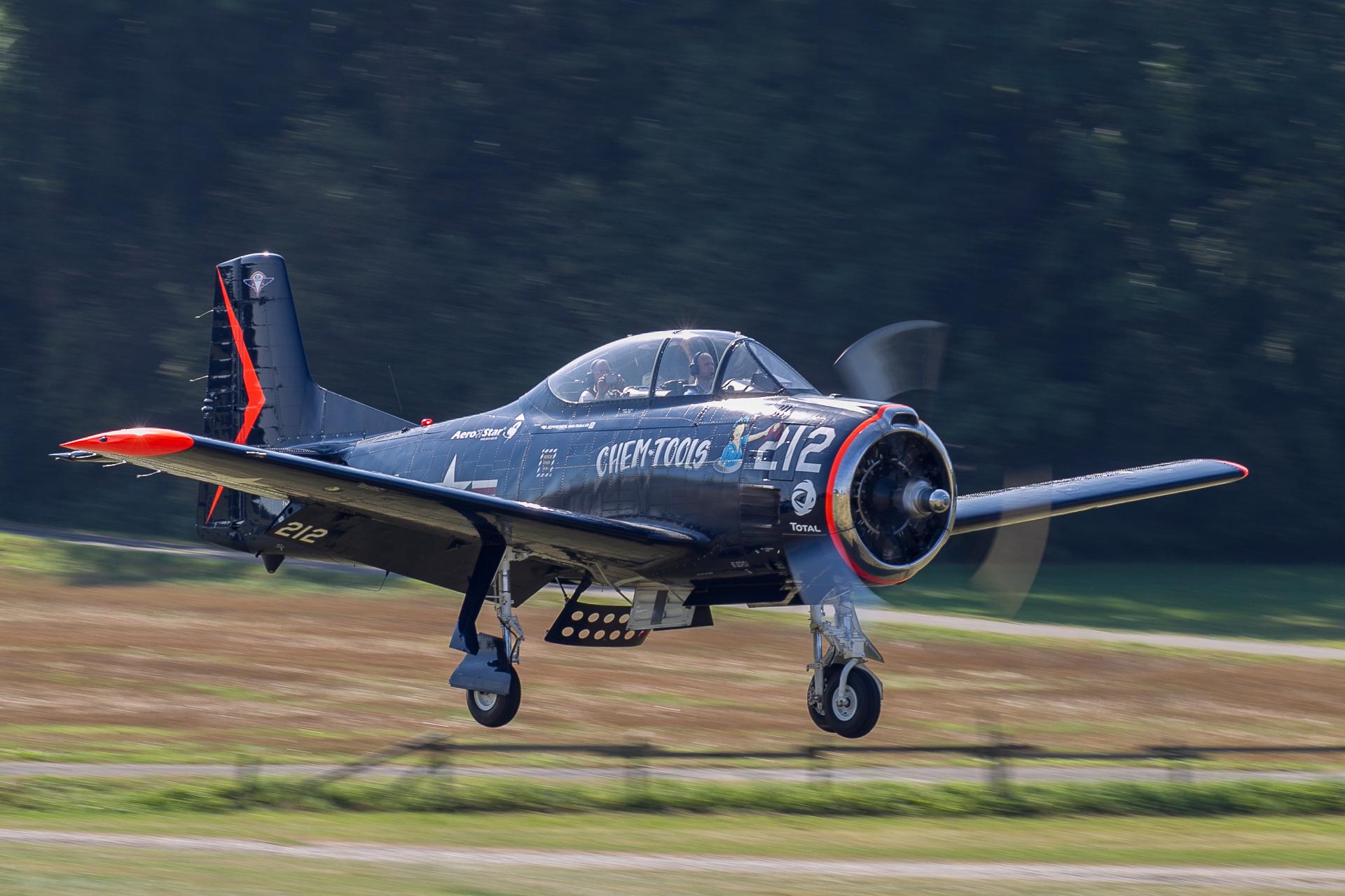 T-28B Bu138343 N343NA ( Photo © Damien Defever )