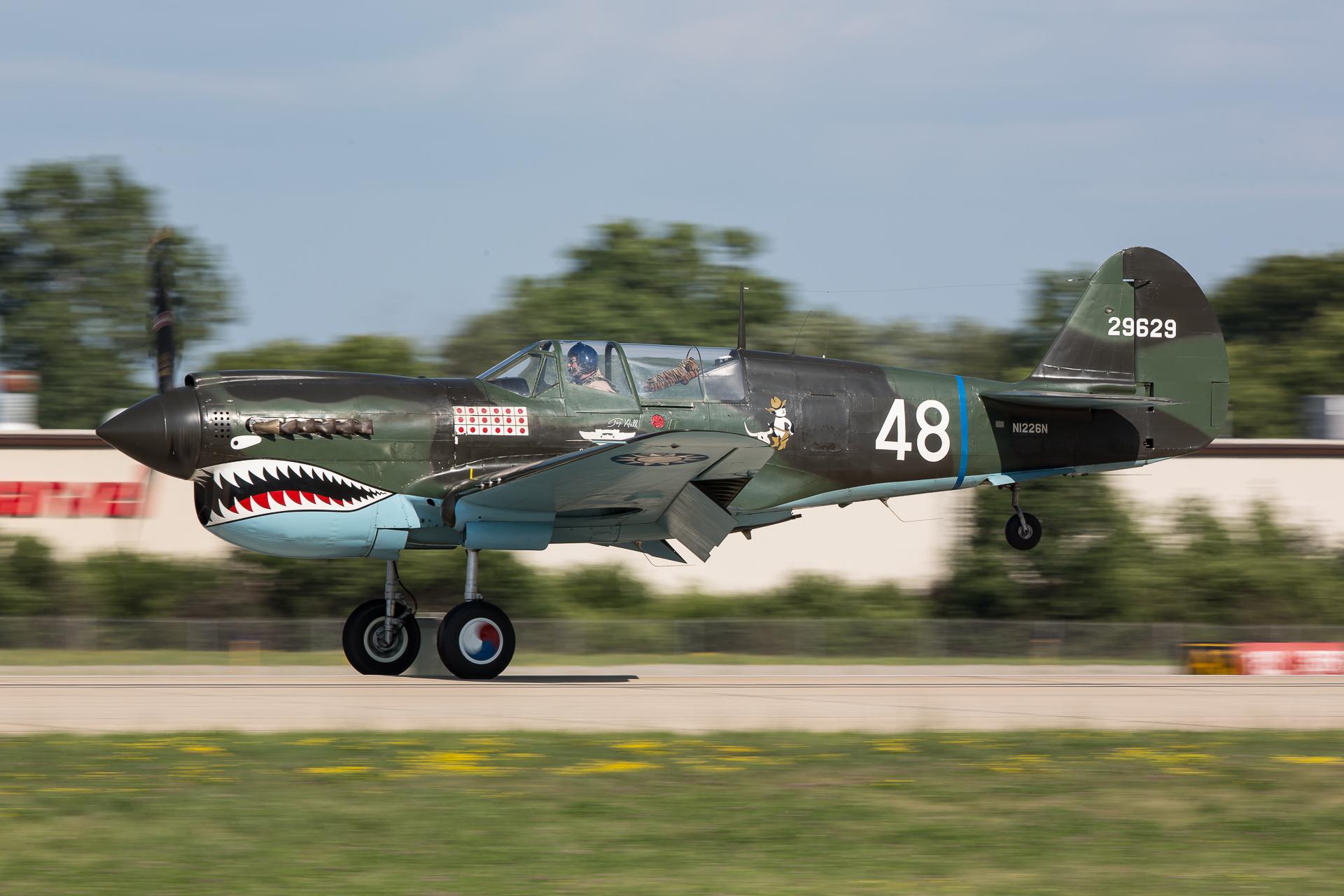 P-40N-5-CU 42-105867 N1226N ( photo © Damien Defever )