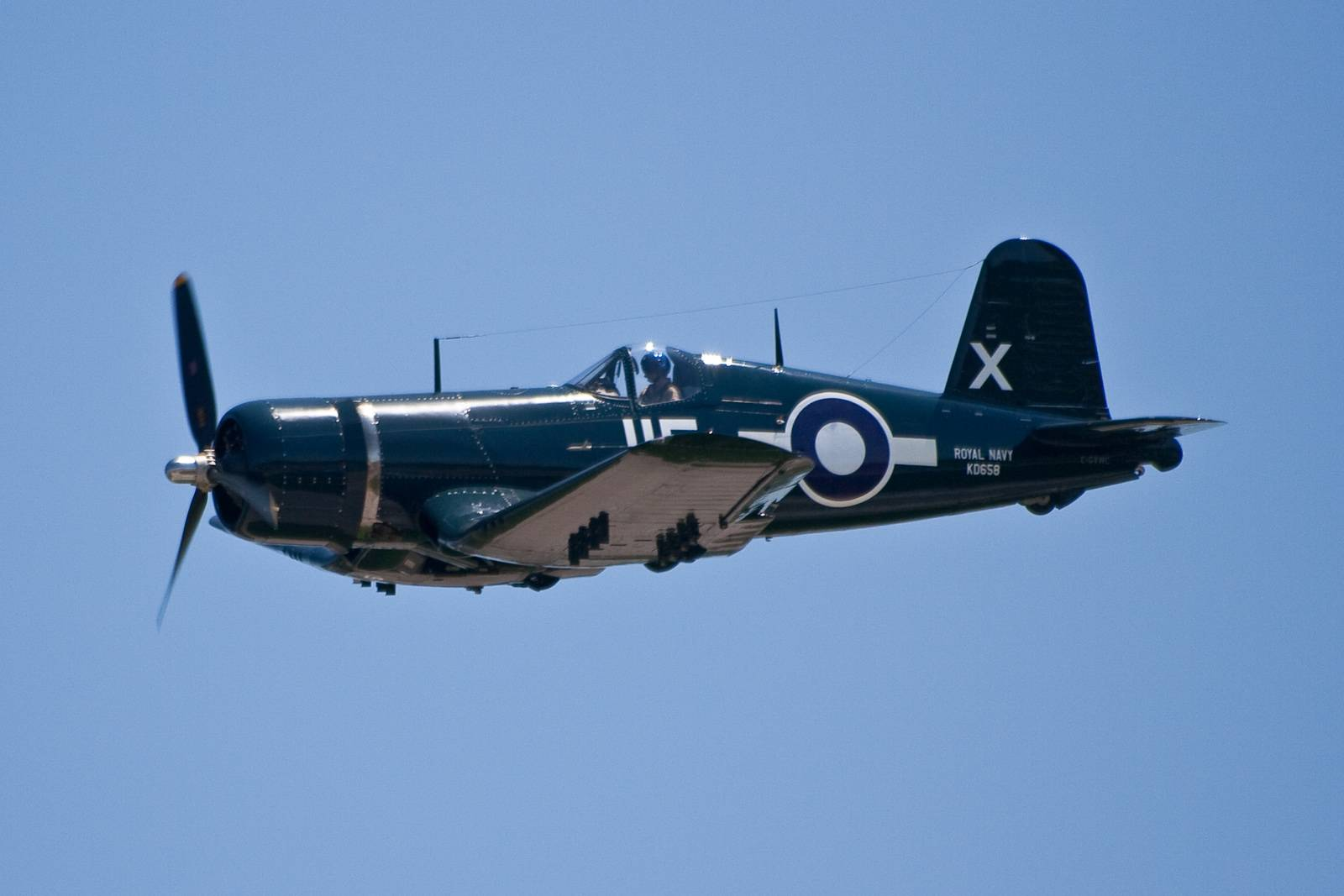 Le FG-1D Corsair (C-GVWC) de Vintage Wings of Canada's Goodyear en 2009 (Photo Henry Lo (CC BY-NC-ND 2.0))