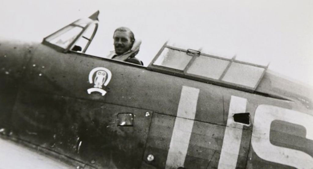 Maurice Mounsdon dans le cockpit de son Hurricane (Photo Crown Copyright)