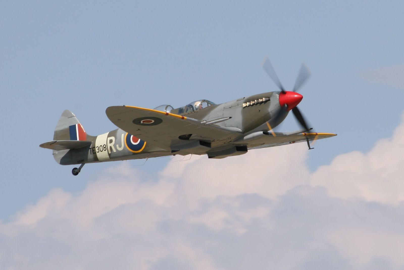 Le Spitfire T.9 TE308 en 2007 (Photo D. Miller (CC BY 2.0))
