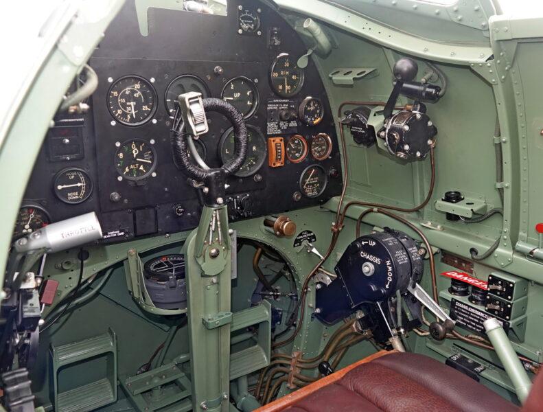 MH415 cockpit © David Withworth